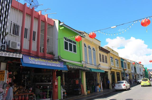 鮮やかな街並みが続くタウンのクラン通り。