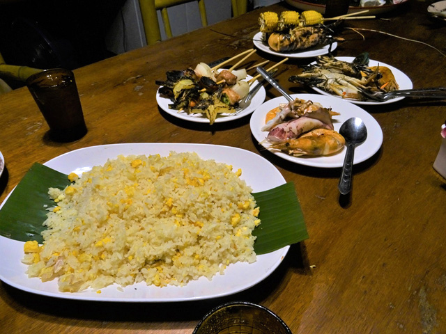 タイ南部のゲストハウスで出されたシンプルな卵のカオパット。