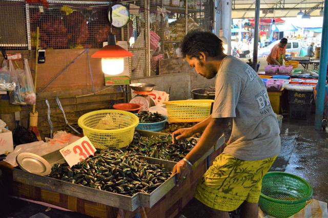 市場などでは生きたプラードゥックが手に入る。あくまで食用だが。