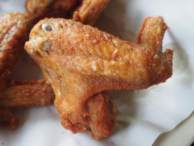 鶏手羽から揚げは塩こしょうのシンプルな味つけだった。