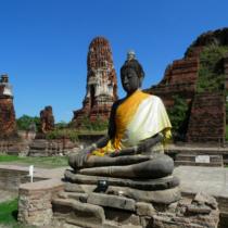 広大な敷地にアユタヤ王朝が残した寺院や仏塔などが残っている