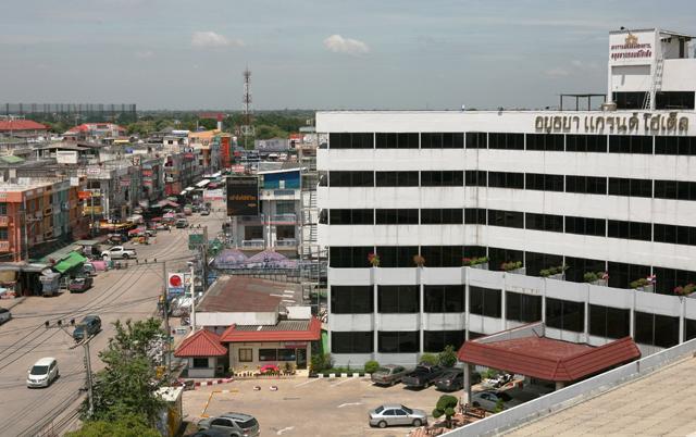 新市街、日本人タウンの中心に建つアユタヤ・グランドホテル