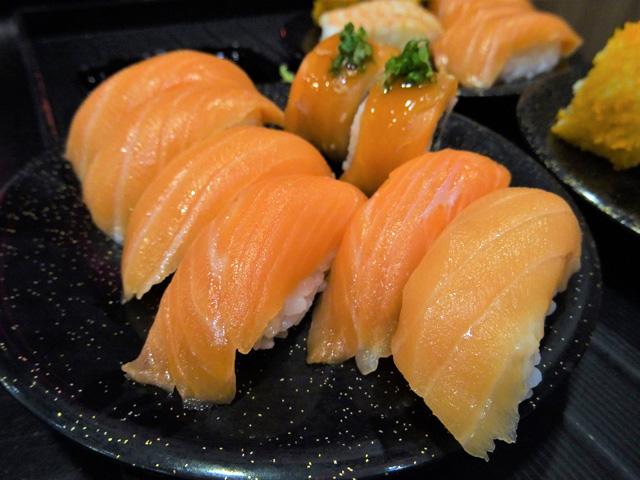 寿司はさび抜きなので、わさびは別に持ってくる必要がある。
