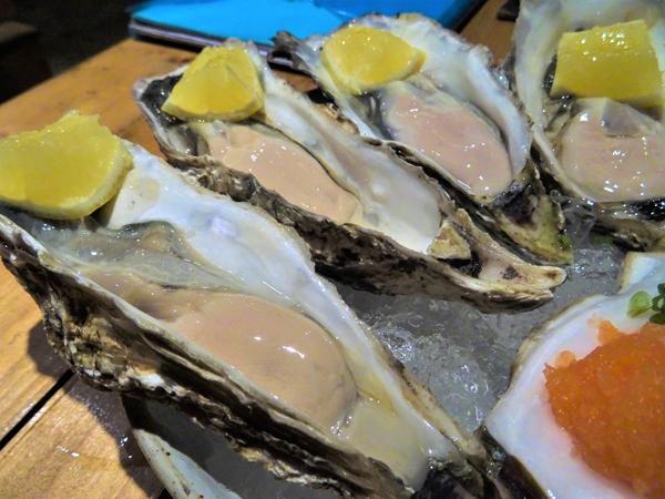 バンコクで日本の生牡蠣が食べられるようになるとは。