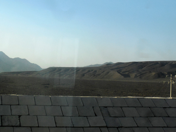 カシュガルまではこんな景色が続く