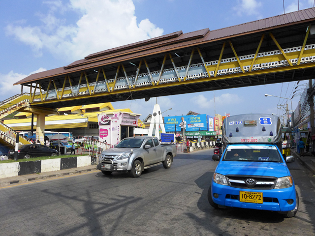 バンコクからはバスや鉄道で6時間、LCCノックエアやエアアジアも飛んでいる