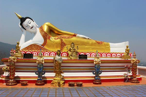 チェンマイ郊外にある寺、ワット・プラタート・ドイカームにて。こうしてタイのイナカで寝て過ごす人生を送りたい
